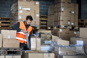 Gesund stehen bei der Arbeit an Packtischen, Messeständen und Montageplätzen mit Isoloc Arbeitsplatzmatten